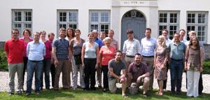 Gruppenbild - Mit Journalisten? Der Siggener Gesprächskreis im Sommer 2013. (Foto:WiD)