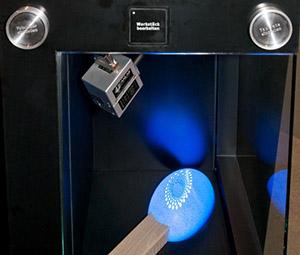 Das Prinzip Untrakurzpuls-Laser an einem Zündholzkopf demonstriert.
