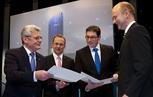Ehre durch den bundespräsidenten - Das Preisgeld stiften Nolte, König und Sutter zum größten Teil für die Wissenschaftskommunikation. (Foto: )
