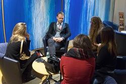 Umschwärmter Star des Forums Wissenschaftskomunikation - Dietram Scheufele aus den USA im Gespräch mit Teilnehmerinnen.