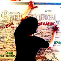 Graphic-Reporterin Anja Weiss bei der Arbeit - Journalismus und Grafik auf neue Art kombiniert.