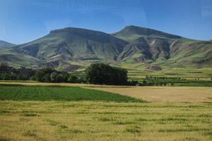 Grüne Landschaften, wo es nur geht: Die Landwirtschaft muss ständig mehr Iraner ernähren, doch die Geburtenrate sinkt.