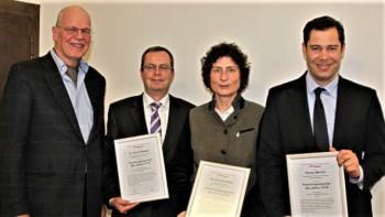 Die Forschungssprecher des Jahres 2016: (v.l.) Florian Martini, Dr. Christina Beck, Dr. Ulrich Marsch, Überreicher der Auszeichnung Reiner Korbmann. Foto: (Ley/acatech)