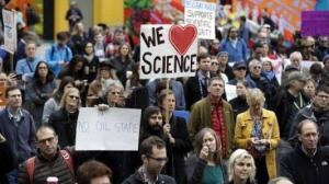 "Demonstranten ""March for Science"" ""Marsch für die Wissenschaft"" #sciencemarch"